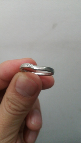 【PROPONERE(プロポネール)の口コミ】 このリングに決まる前にも色んなブランドのリングを妻と一緒に試着をして…
