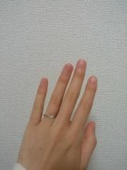 【nocur(ノクル)の口コミ】 彼にサプライズでもらいました。 婚約指輪はTIFFANYだったので、正…