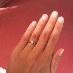 【リューツウの口コミ】 指にはめた時に、ダイヤが大きいと家事の邪魔になるので、0.25ctくらいの…