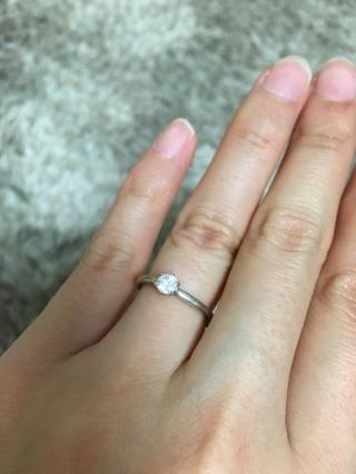【アイプリモ(I-PRIMO)の口コミ】 結婚指輪が割とキラキラするタイプのものだったので、重ね付けで合わせられ…