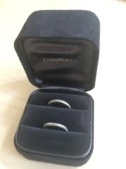 【ティファニー(Tiffany & Co.)の口コミ】 シンプルなものを探していました。でも、まったく何の模様もないものだと…