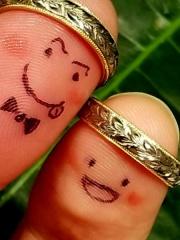 【Makana(マカナ)の口コミ】 模様が可愛く、刻む模様には意味があるので一生大事にできる指輪です。普…