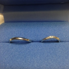 【銀座ダイヤモンドシライシの口コミ】 最終的にはシンプルで飽きがこないという点を重視しました。曲線が指を綺麗…