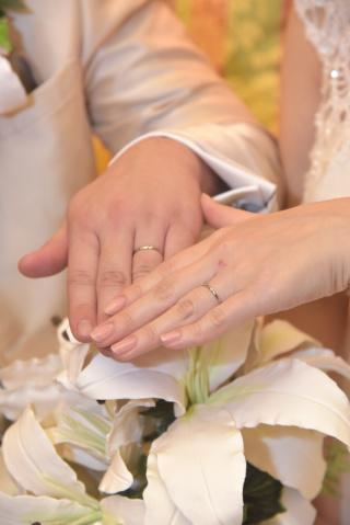 【ケイウノ ブライダル(K.UNO BRIDAL)の口コミ】 お互いに普段指輪をしていなかったので、長時間つけていても違和感のない…