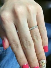 【宝寿堂(ほうじゅどう)の口コミ】 手、指がきれいに見え、婚約指輪を買わなかったので、ダイヤがあるデザイ…