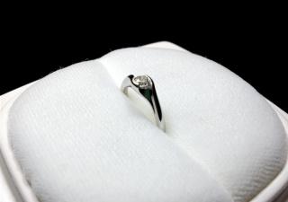 【俄(にわか)の口コミ】 主人がプロポーズの際サプライズで用意。普段アクセサリーをあまり着けな…