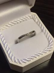 【4℃(ヨンドシー)の口コミ】 婚約指輪も4℃で主人が購入したので、結婚指輪と重ね付けできるようなシン…