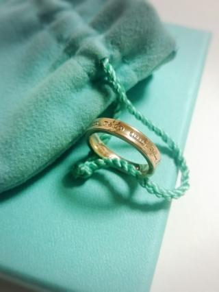 【ティファニー(Tiffany & Co.)の口コミ】 シンプルで着けやすく、可愛すぎないデザインが気に入りました。また、男…