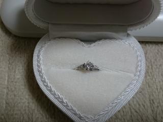【WATANABE / 宝石・貴金属 渡辺の口コミ】 大きくかつ、ダイヤのランクも高いものがお得に購入できた。プラチナの土台…