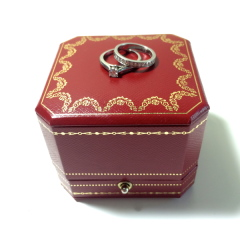 【カルティエ(Cartier)の口コミ】 結婚指輪はシンプルでも、華やかなに見えるものを探しており、指輪の半分…