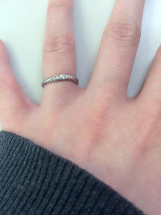 【MAISON JEWELL(メゾンジュエル)の口コミ】 私の方はウェーブデザインにダイヤモンドがついた物、主人の方はとにかくシ…