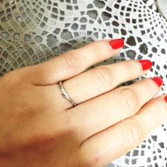 【アイプリモ(I-PRIMO)の口コミ】 少しV字風に見えるデザインが指を綺麗に見せてくれたので気に入りました。…