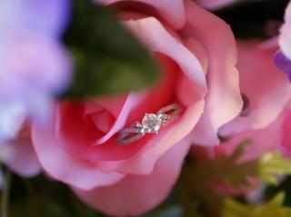 【ROCCA(ロッカ)の口コミ】 0.5ctのフォーエバーマークダイヤモンドを使用しており、日本に四店舗しか…
