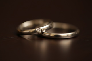 【銀座ダイヤモンドシライシの口コミ】 もともとシンプルなリングで探していました。プラチナの光り方がキレイだと…