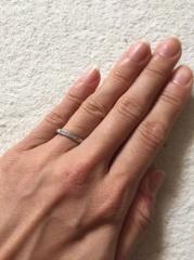 【ケイウノ ブライダル(K.UNO BRIDAL)の口コミ】 私は、指がきれいに見えるように細めのリングを希望していました。そして…