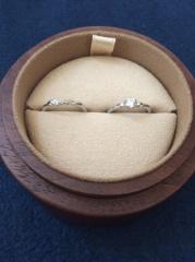 【COLANY(コラニー)の口コミ】 重みがあるのに違和感の無い着け心地や、結婚指輪と婚約指輪を一緒に着けて…