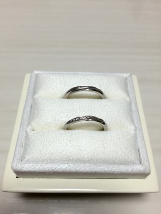 【俄(にわか)の口コミ】 夫婦ともにシンプルで細身なリングをイメージしていたので。  新婦用リン…