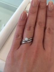 【Cafe Ring(カフェリング)の口コミ】 細めのデザインで、緩やかなウェーブラインのこのリングは手元が優しく見え…