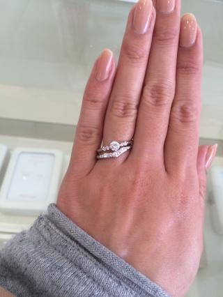 【Mariage(マリアージュ)の口コミ】 Vラインのリングは指が長く見えると言われ思わず試着してみました! 結婚…