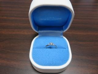 【銀座ダイヤモンドシライシの口コミ】 婚約指輪といえば、1石リングのイメージでしたが せっかくなら普段使いも…