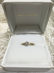 【mina.jewelry(ミナジュエリー)の口コミ】 よくあるダイヤとプラチナの婚約指輪ではなく自分らしいものが欲しかった…
