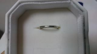 【4℃(ヨンドシー)の口コミ】 婚約指輪と重ね付けすることを前提に選びました。婚約指輪はダイヤが埋め…