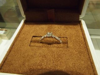 【フラウ神戸の口コミ】 母の婚約指輪をリメイクしたいと考えていました。既存でデザインでダイヤの…