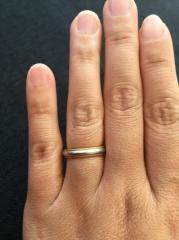 【ティファニー(Tiffany & Co.)の口コミ】 指輪を買うなら昔からティファニーと決めていました。主人共にシンプルなデ…