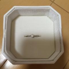 【4℃(ヨンドシー)の口コミ】 指が綺麗に見えるようにまっすぐではなくS字の指輪が欲しくて、さらにディ…