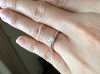【ティファニー(Tiffany & Co.)の口コミ】 主人のサプライズプロポーズだったので私が選んだ訳では無いのですが、婚約…