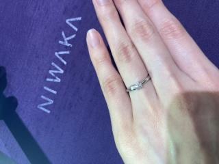 【俄(にわか)の口コミ】 婚約指輪である木洩日と結婚指輪であるせせらぎを重ねづけした際の一体感…