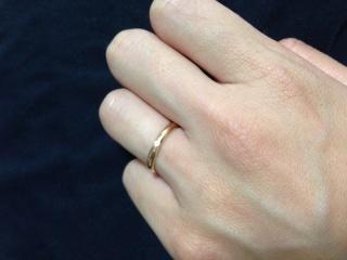 【カルティエ(Cartier)の口コミ】 人気で女性らしいピンクゴールドのリングに、1粒小さいダイヤが入っていま…