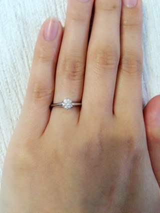【ティファニー(Tiffany & Co.)の口コミ】 婚約指輪は王道のティファニーと以前から決めていたので、店舗にいき婚約指…