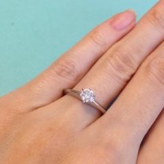 【ティファニー(Tiffany & Co.)の口コミ】 婚約指輪の王道と言えばティファニーだと昔から憧れがありました。 その中…