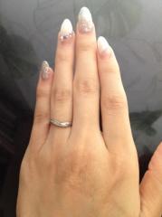 【ラザール ダイヤモンド(LAZARE DIAMOND)の口コミ】 別で買ったウェーブラインの婚約指輪とセット付けでき、婚約指輪のダイヤを…