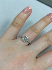 【LEHAIM(レハイム)の口コミ】 華やかなタイプとシンプルなタイプの指輪どちらにするか悩みましたが華や…