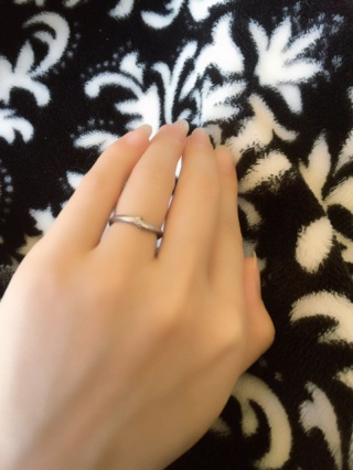 【俄(にわか)の口コミ】 指輪を買う際に私は普段からいろいろな指輪をつけていたためにどんなもので…