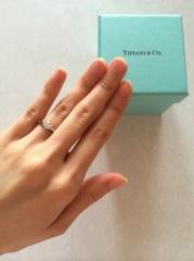 【ティファニー(Tiffany & Co.)の口コミ】 婚約指輪はもともと買う予定はありませんでしたが、主人がサプライズでプ…