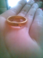 【ESTELLE(エステール)の口コミ】 旦那の指が大きいので、指輪が小さく見えたりするのがいやなので、 色々試…