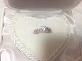 【WATANABE / 宝石・貴金属 渡辺の口コミ】 他ではこれだけのカラットのダイヤは全然手の届かないお値段でしたが、卸…