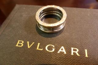 【ブルガリ(BVLGARI)の口コミ】 昔からあるデザインですが、昔からあこがれていました。 結婚指輪にしては…