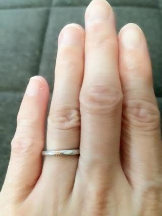 【ギンザタナカブライダル(GINZA TANAKA BRIDAL)の口コミ】 やはりデザインです。 ワンポイントとしてリングにダイヤが埋め込まれてい…