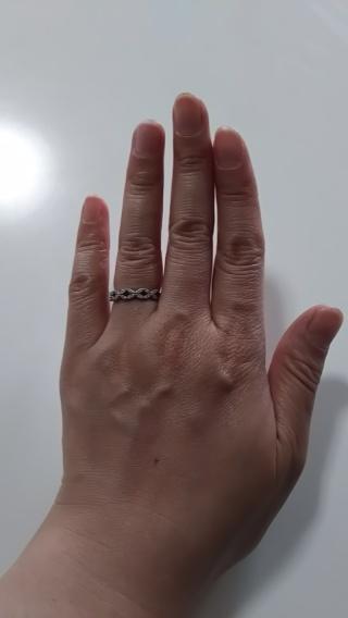 【4℃(ヨンドシー)の口コミ】 普段使いがしやすいよう、立づめでないダイヤの婚約指輪をいろんなお店に…