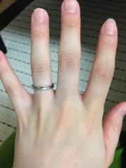【ケイウノ ブライダル(K.UNO BRIDAL)の口コミ】 シンプルなデザインだったので短くムチムチしている私の指にも合うかなーと…