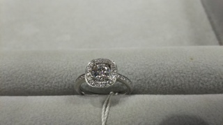 【LEHAIM(レハイム)の口コミ】 私の指は太く、長いのでボリュームを重視して指輪探しをしていました。  …