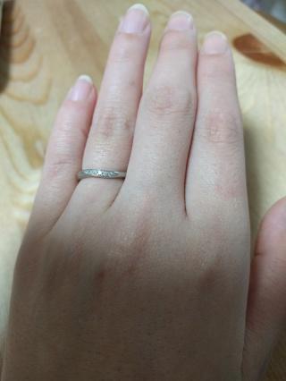 【4℃(ヨンドシー)の口コミ】 ねじれ加工、ピンクゴールド、ダイヤモンドが入っていたので私好みで即決し…