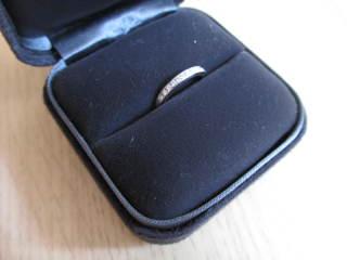 【ティファニー(Tiffany & Co.)の口コミ】 細いながらも控えめに主張するダイヤモンドが素敵です。ハーフサークルにダ…