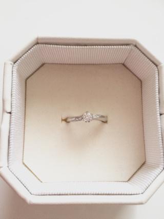 【4℃(ヨンドシー)の口コミ】 私は婚約指輪とはいえ、毎日つけたい希望がありましたので、普段使いができ…