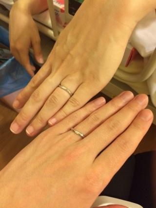 【銀座ダイヤモンドシライシの口コミ】 沢山の指輪を試着してみたのですが、最初に試着したものが1番しっくり来ま…