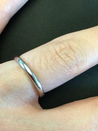 【ショーメ(CHAUMET)の口コミ】 結婚指輪を探すにあたり、妻はダイヤ付きでキラキラしたデザインの指輪を…